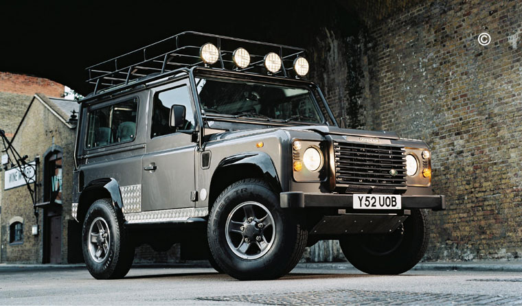 land rover defender tomb raider limited edition voiture land defender. Black Bedroom Furniture Sets. Home Design Ideas