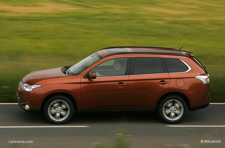 mitsubishi outlander 3 2012 voiture 4x4 4x2 suv familial. Black Bedroom Furniture Sets. Home Design Ideas