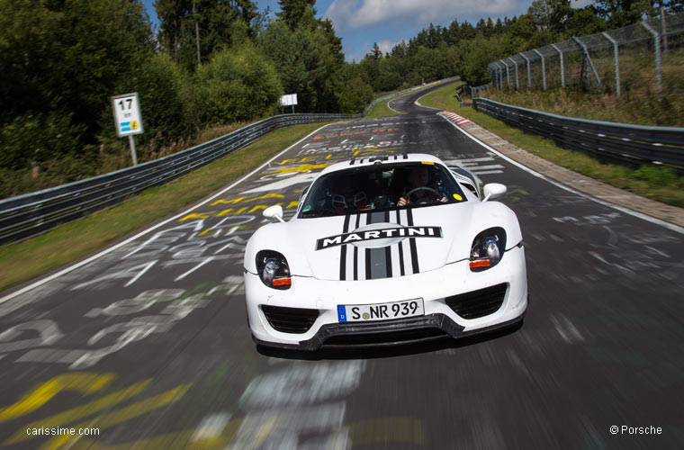 porsche 918 spyder sur le circuit du n rburgring. Black Bedroom Furniture Sets. Home Design Ideas