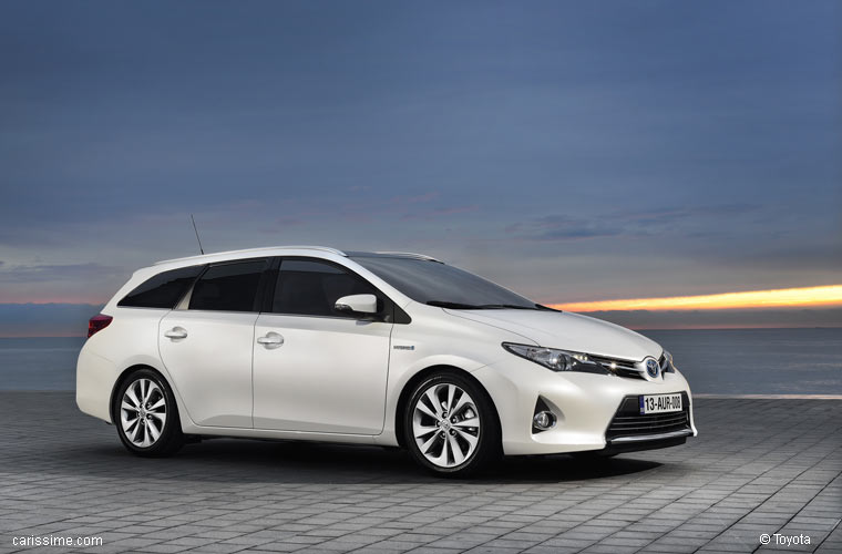 toyota auris 2 break touring sports 2013 2015. Black Bedroom Furniture Sets. Home Design Ideas